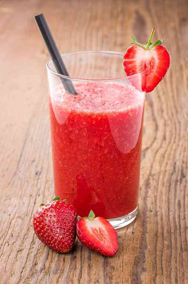 Fotolia 51238919 Subscription XL Клубничный смузи   Strawberry smoothies