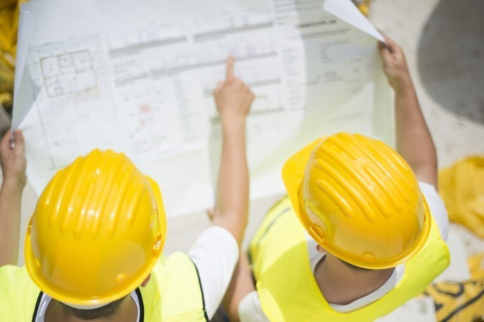 Fotolia 61876444 Subscription Monthly M 700x466 Рабочие в касках   Workers in hard hats