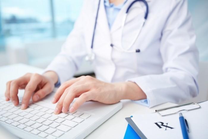 depositphotos 24208221 original 700x466 Доктор с ноутбуком   Doctor with laptop
