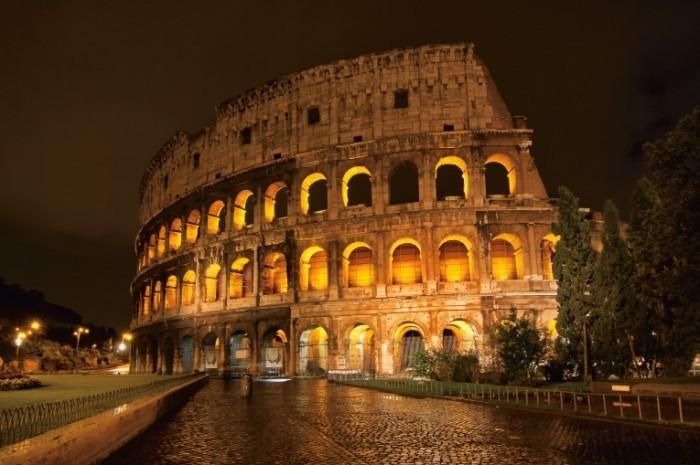 shutterstock 121999402 700x465 Римский колизей   Roman Coliseum