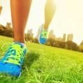 Ноги в ярких кроссовках - Legs bright sneakers