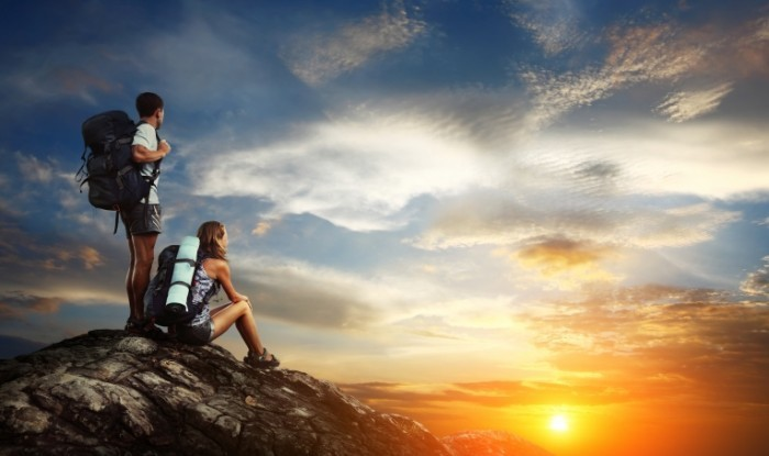 shutterstock 126144986 700x415 Туристы в горах в закат   Tourists in the mountains in the sunset