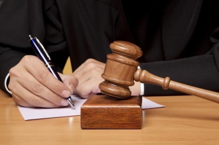 shutterstock 127229321 700x466 Молоток на суде   Hammer on the court