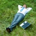 Офисный работник на траве - Office worker on grass
