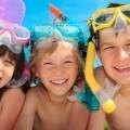 Дети в подводных масках - Children in underwater masks