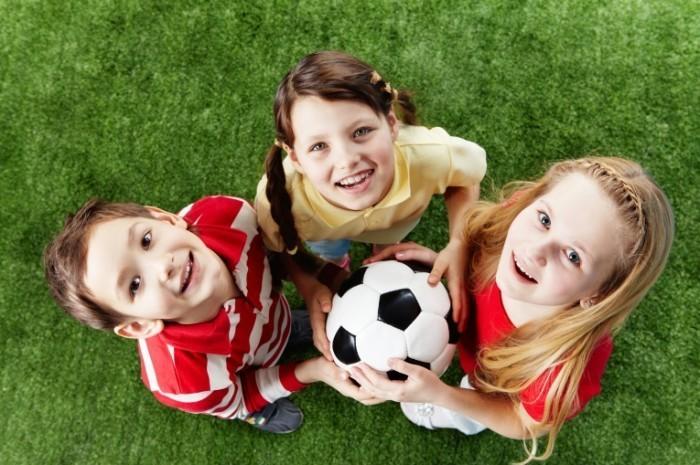 shutterstock 72136297 700x465 Дети с футбольным мячом   Children with soccer ball