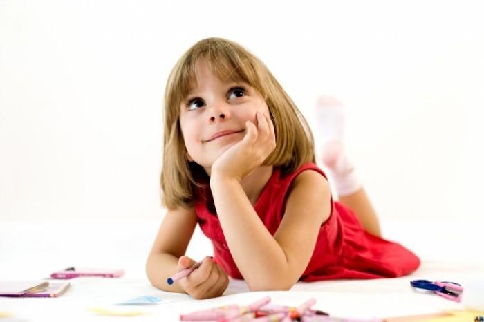 1277927730 1277503277 shutterstock 19977838 700x466 Замечтавшаяся девочка   Dreaming girl