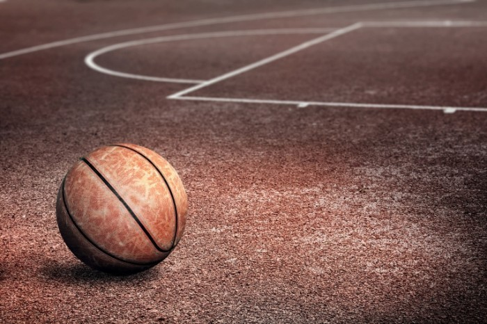 Basketball Court Fotolia 700x466 Баскетбольный мяч   Basketball