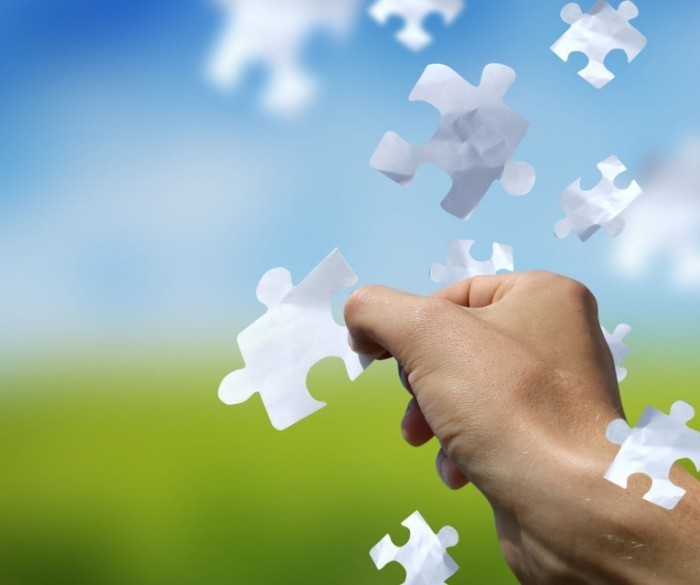 Fotolia JamesThew 3043427 Sub Msq 700x585 Рука с пазлами   Hand with puzzles