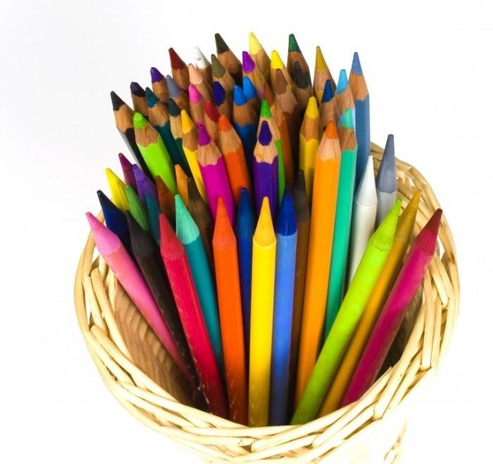 Fotolia 12906292 L 700x659 Цветные карандаши   Colored pencils