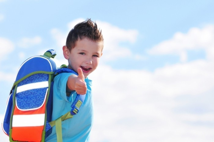 Fotolia 28854980 M kids.4pictures.109426 700x464 Мальчик с рюкзаком   Boy with backpack