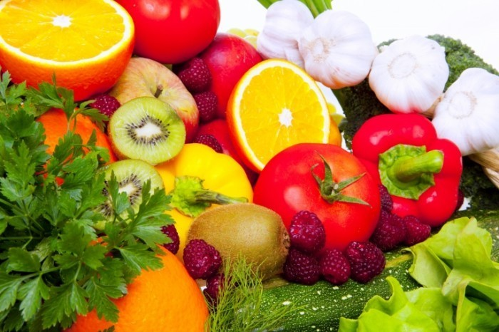 Fotolia 33131840 Subscription Monthly XXL 700x466 Ассорти овощи и фрукты   Assorted vegetables and fruits