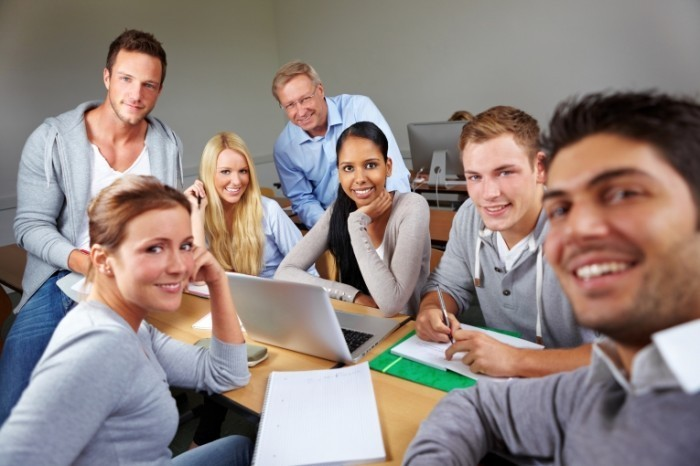 Fotolia 35609972 L 700x466 Студенты за компьютерами   Students at computers