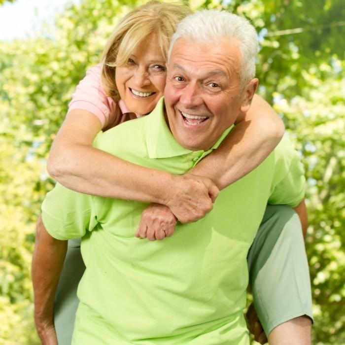 Fotolia 35775584 L 700x700 Пожилая пара   Elderly couple