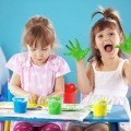 Дети с пальчиковыми красками - Children with finger paints