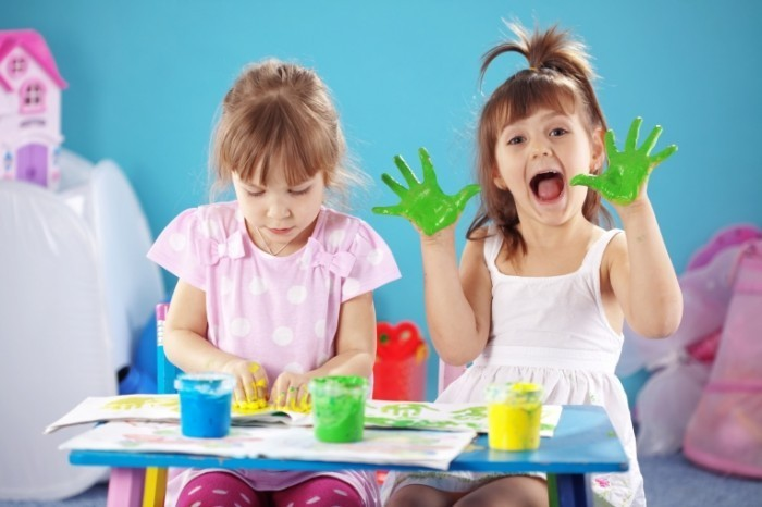 Planning After School Activities For Your Kids 700x466 Дети с пальчиковыми красками   Children with finger paints