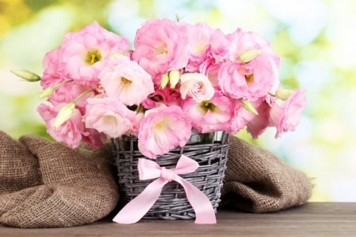 fotolia46610602subscriptionxxl23 700x466 Нежная композиция из цветов   Delicate floral arrangement