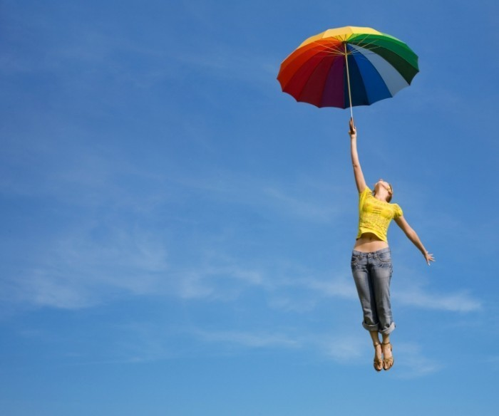 fotolia umbrella flying 700x584 Девушка с зонтом в небе   Girl with an umbrella in the sky