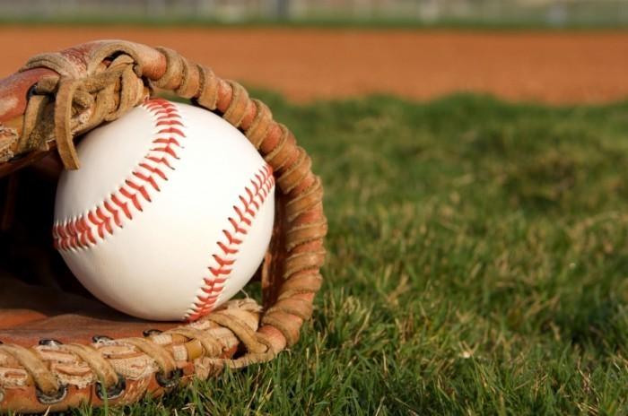 shutterstock 110337476 700x464 Мяч на траве   Ball on the grass