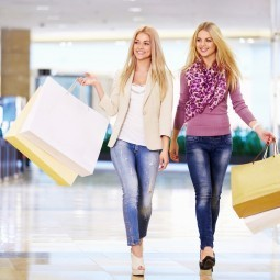 Девушки с покупками - Girls with shopping