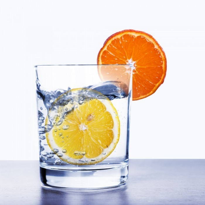 shutterstock 120691084 700x700 Стакан воды с цитрусом   Glass of water with citrus