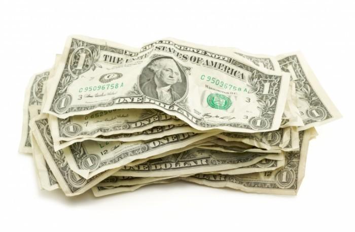 shutterstock 14269210 700x457 Долларовые купюры   Dollar bills
