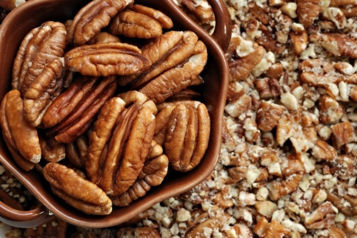 shutterstock 39579958 mall dish of fresh pecan halves on background of crushed web 700x468 Грецкие орехи   Walnuts