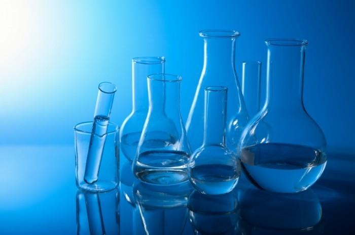 shutterstock 47015632 700x465 Медицинские колбы и пробирки    Medical test tubes and flasks