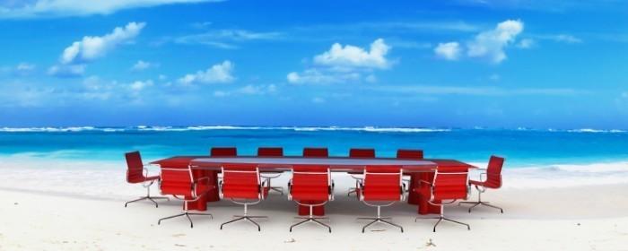 shutterstock 4996624 700x280 Круглый стол на берегу моря   Round table on the beach