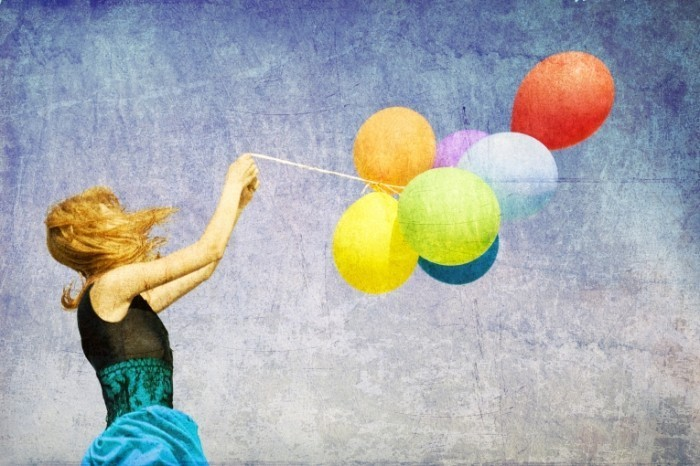 shutterstock 82919143 2 700x466 Девушка с воздушными шарами   Girl with balloons