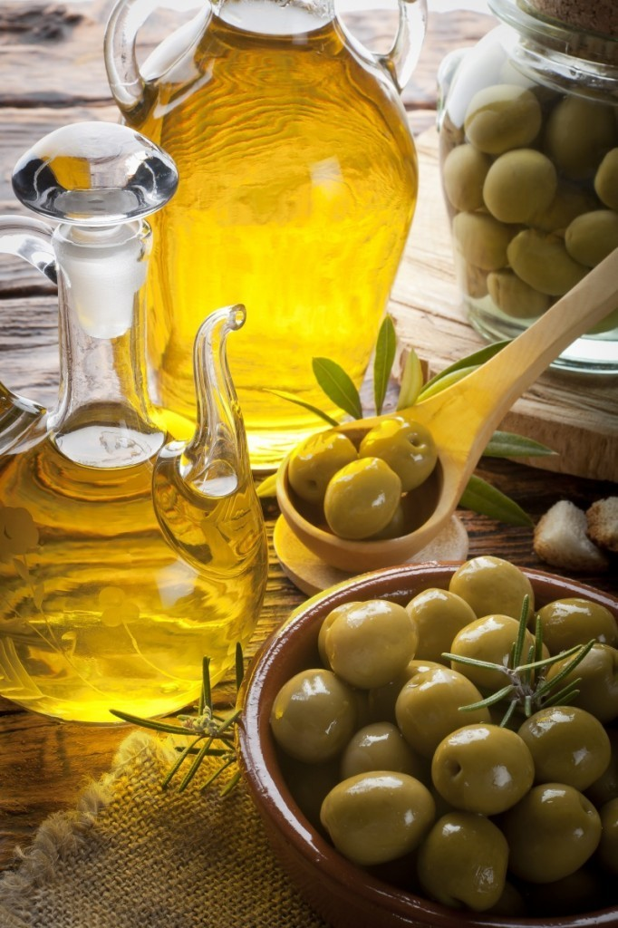shutterstock 93888763 682x1024 Оливковое масло и оливки   Olive oil and olives