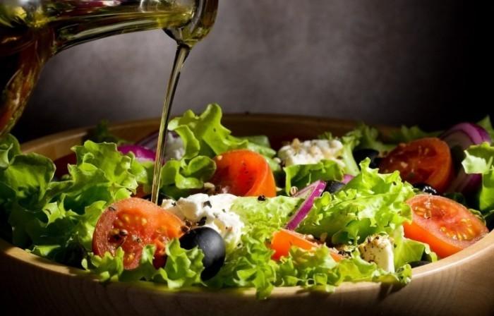 shutterstock 98346344 700x448 Греческий салат   Greek salad