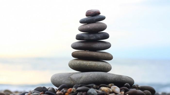 stock footage stack of stones and sea splash 700x393 Камни   Stones