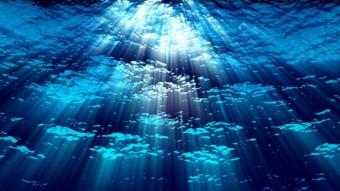 stock footage underwater ocean waves ripple and flow with light rays loop 700x393 Вода на глубине   Water at a depth of