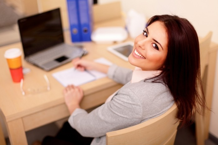 1401345749 shutterstock 129586559 700x465 Девушка офис менеджер   Female office manager