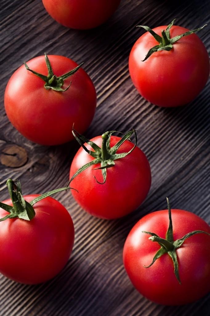 5cf19d308ffcb51c shutterstock 165745823.xxxlarge 2x 682x1024 Спелые помидоры   Ripe tomatoes