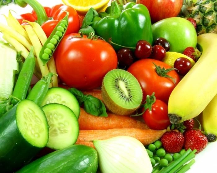 Fotolia 27781305 Subscription XL 700x560 Ассорти овощей и фруктов   Assorted vegetables and fruits