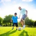 Мужчина с мальчиком с мячом - Man with a boy with a ball