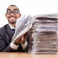 Мужчина с пачкой документов - Man with a bundle of documents