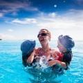 Женщина с детьми в воде - Woman with children in water