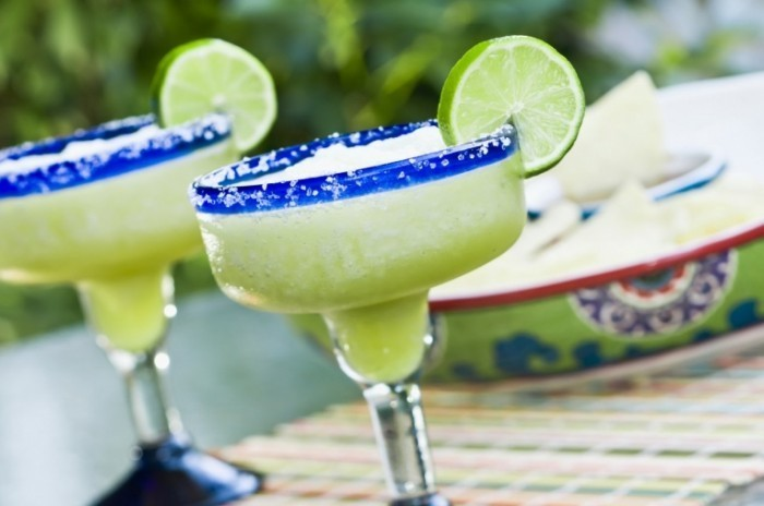 shutterstock 130707164 700x464 Коктейли с лаймом   Cocktails with lime