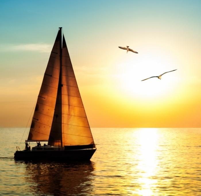 shutterstock 132113294 700x684 Лодка с парусом   Boat with sail
