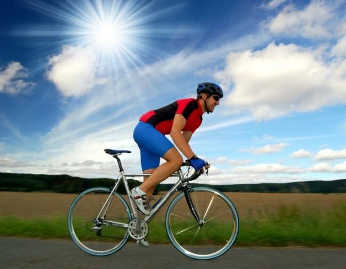 shutterstock 23030359   kopie 700x545 Велосипедист на природе   Cyclist on the nature