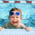 Мальчик в бассейне - Boy in the pool