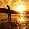 Парень с доской для серфинга - Man with surfboard