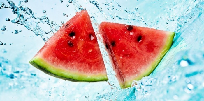shutterstock 73561954 0 700x349 Арбуз в воде   Watermelon in water