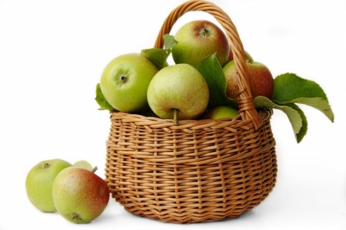 Apples in basket Fotolia 1089383 700x466 Яблоки в корзине   Apples in a basket
