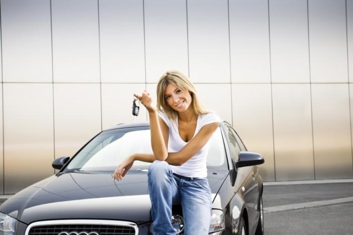 Fotolia 10058430 Subscription XL 700x466 Девушка с ключами авто   Girl with car keys