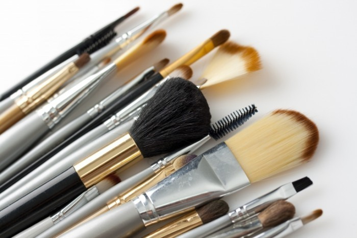 Fotolia 15757362 Subscription XL 700x466 Кисти для макияжа   Makeup Brushes