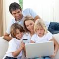 Семья за ноутбуком - Family at a laptop